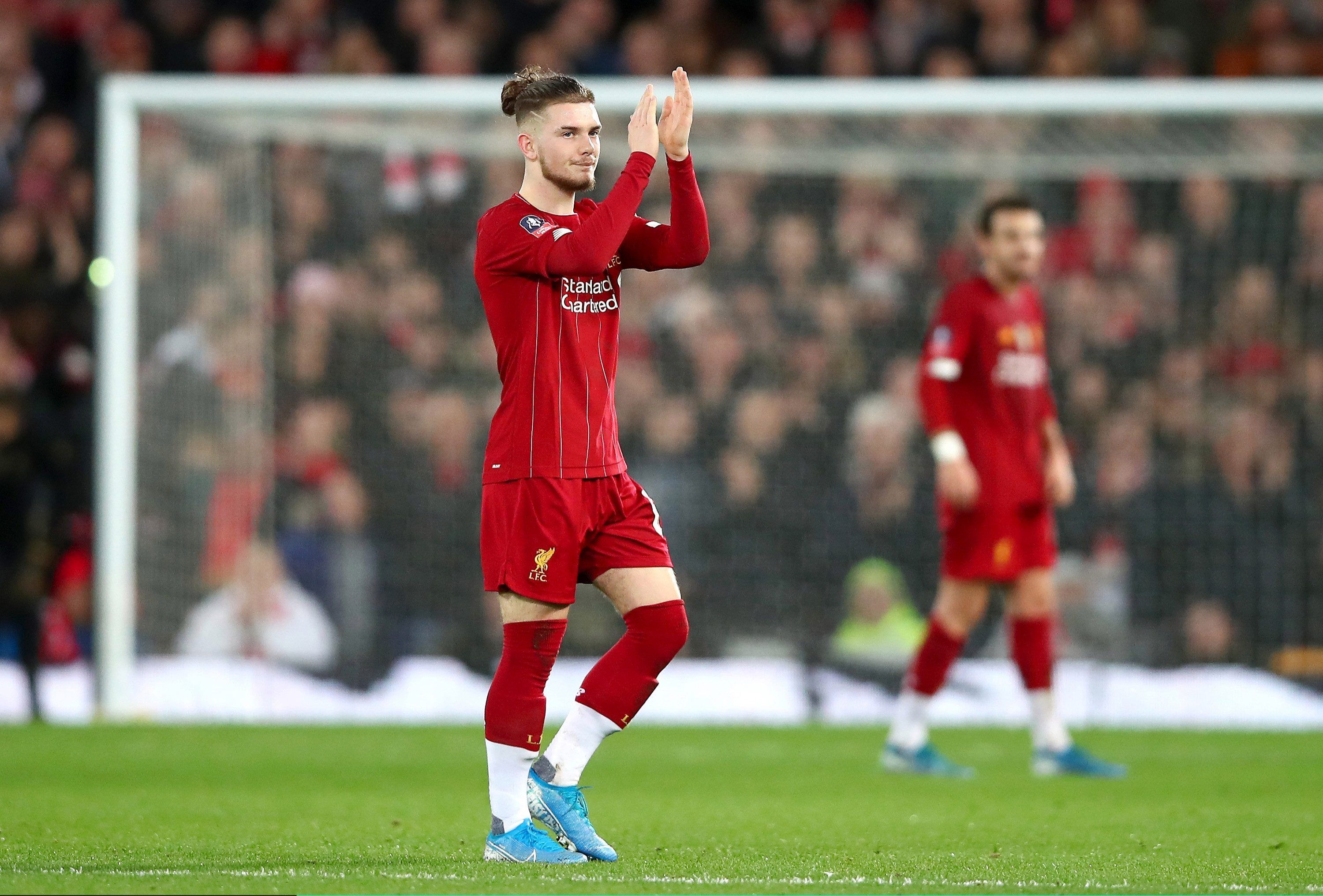 Liverpool Wonderkid Harvey Elliott Squares Up To Enormous Benfica Goalkeeper During Uefa Youth League Clash Football Soccer Spo In 2020 Goalkeeper Liverpool League