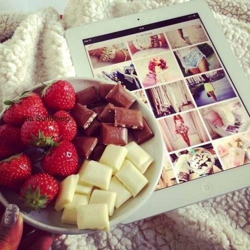 Des fraises, du chocolate et du mode. Parfait!