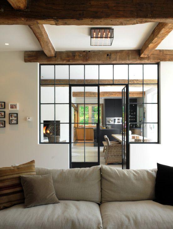 Landelijke woning keuken in eik smeedijzeren binnendeur for Interieur steen