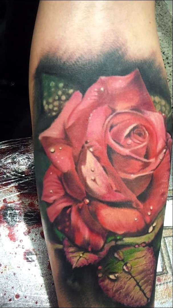 Nice Looking 3d Realistic Red Rose Tattoo Design Idea Hyper Realistic Tattoo Red Rose Tattoo Rose Tattoo Sleeve
