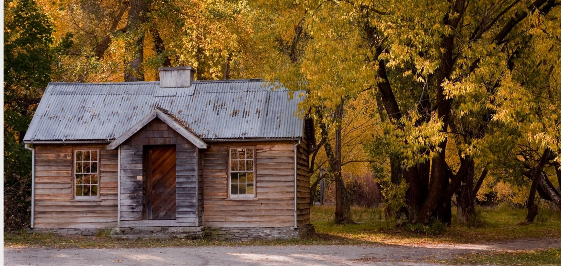 Historic Cottage by Arrow River in Autumn Queenstown
