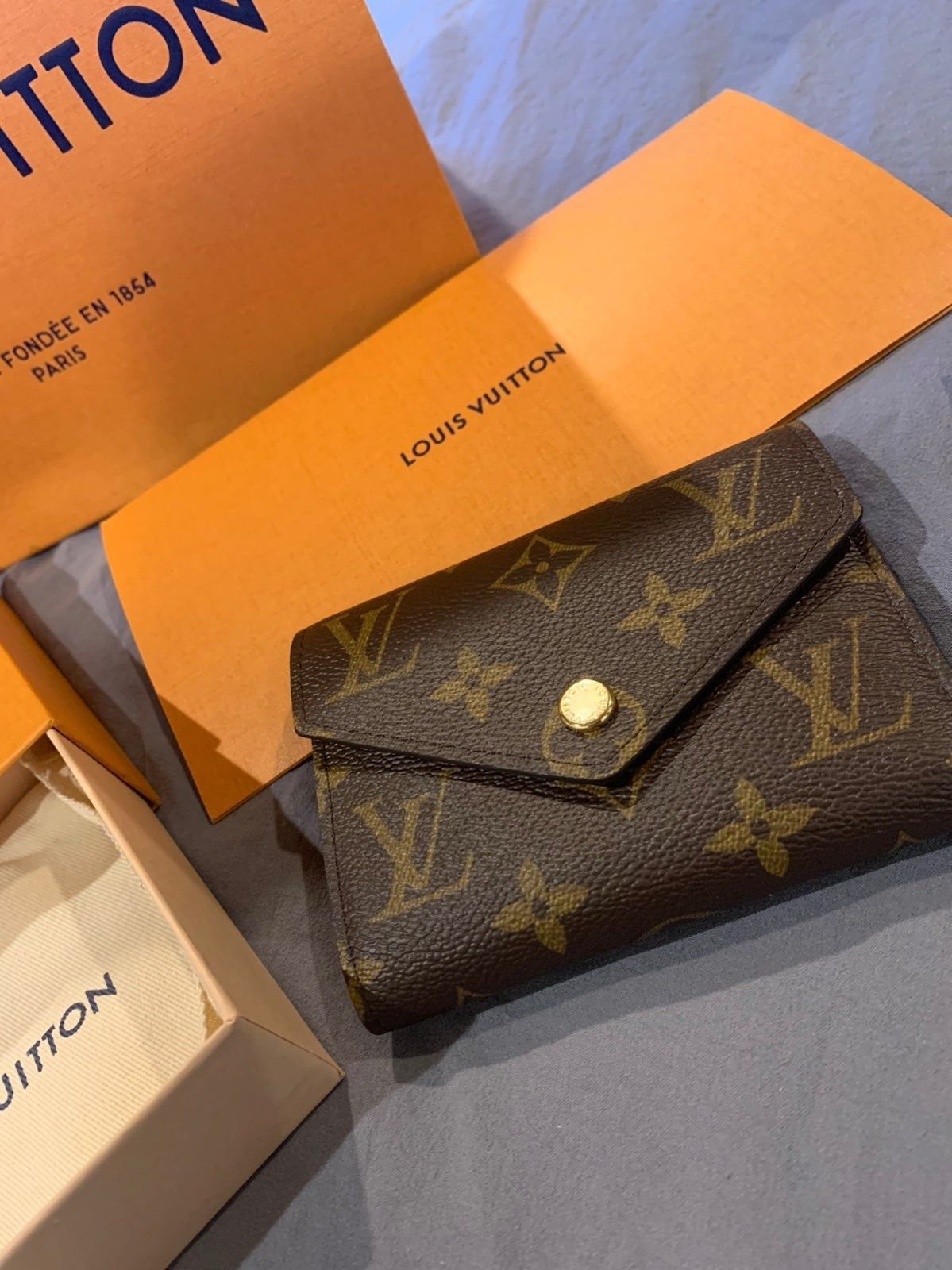 100 Authentic Brand New Never Used Date Code Sd3129 Louis Vuitton Monogram Victorine Walle Louis Vuitton Handbags Louis Vuitton Wallet Used Louis Vuitton