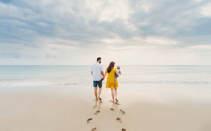 Best Beach Photography : Beautiful sunset beach family photography session on the Big Island of Hawa...