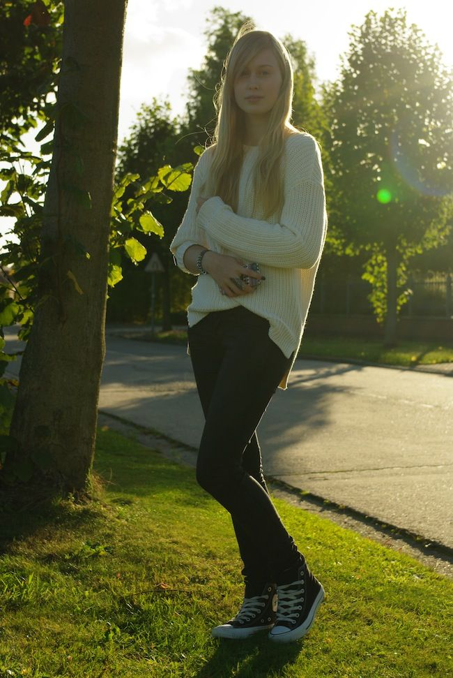 Autumn outfit with H white sweater and Converse All Stars