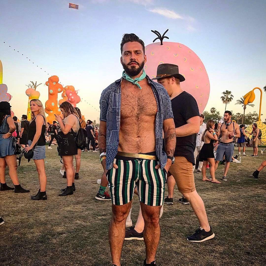 "8562cdb8891 25 Looks ""reais"" do Coachella – Gossip Boy Coachella Outfit Men"