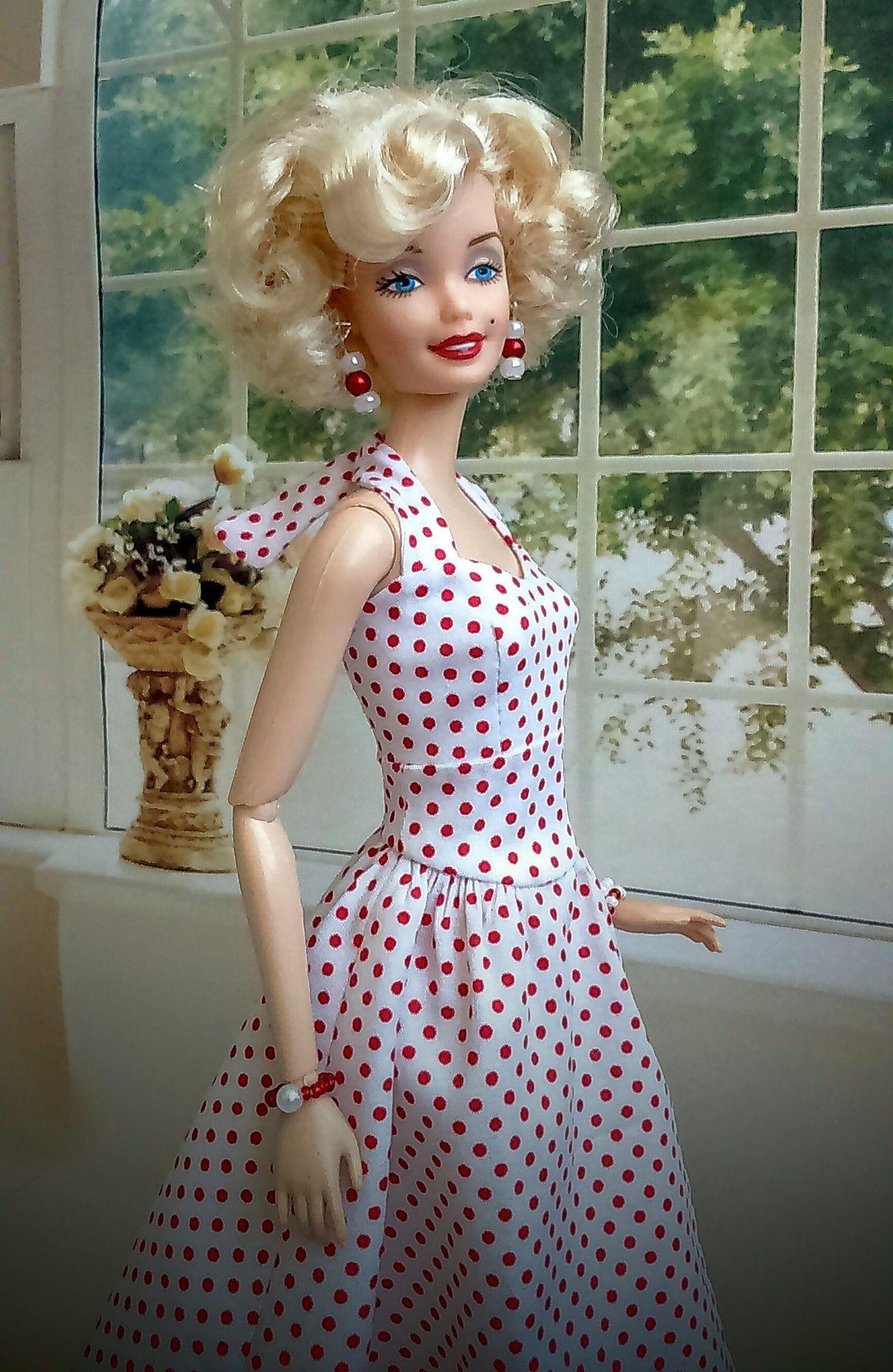 полу встать картинки самых первых кукол барби говорят галичане, она