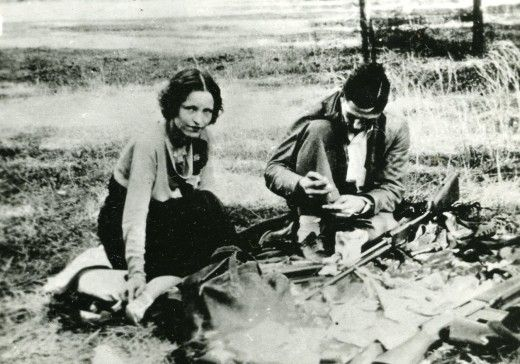 Bonnie Parker And Clyde Barrow Having The Best Picnic Ever With