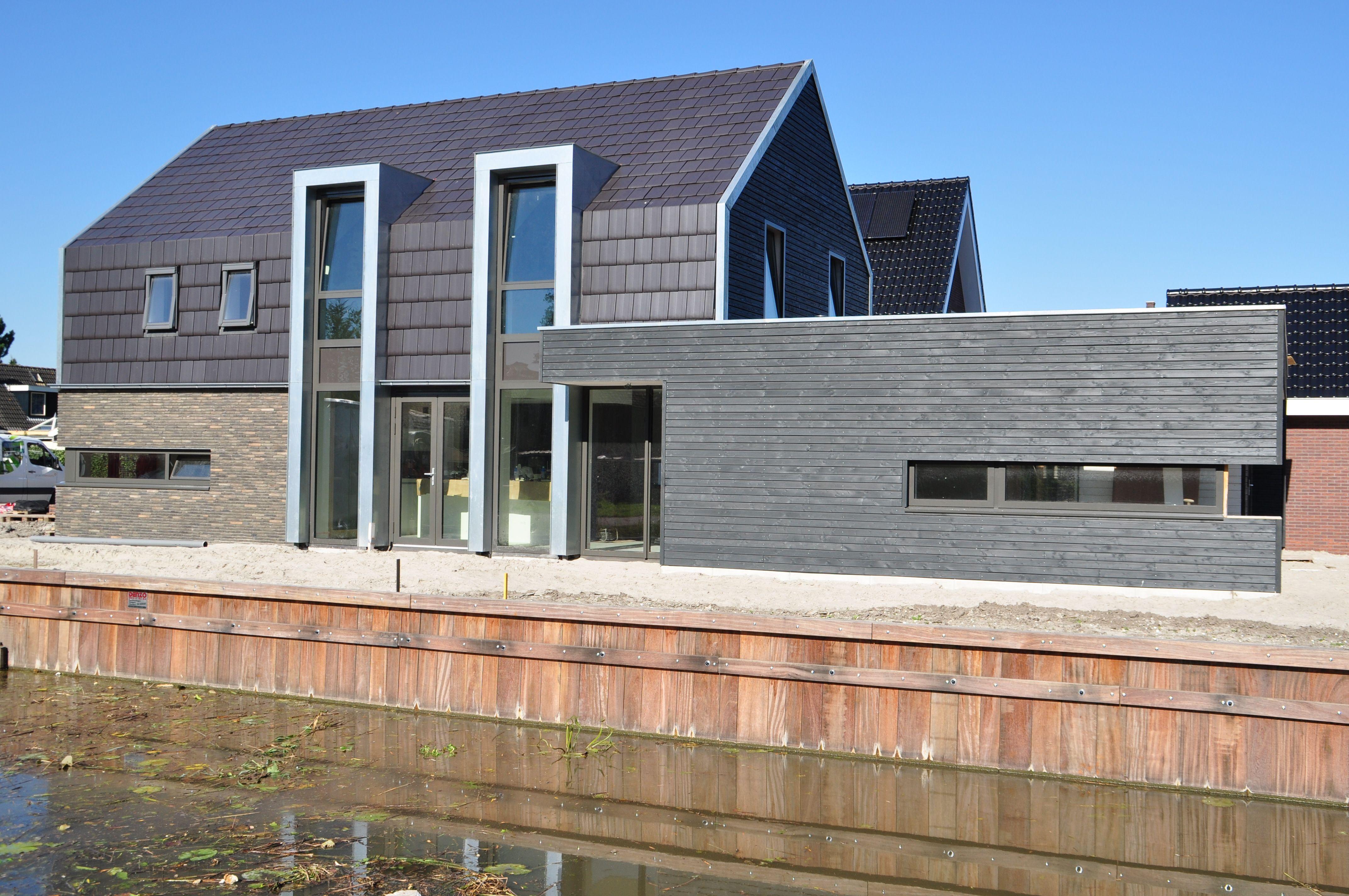 Antraciet dakdelen gemeleerd grijze bakstenen en blauwgrijs zink erna smit pinterest - Zeer moderne woning ...