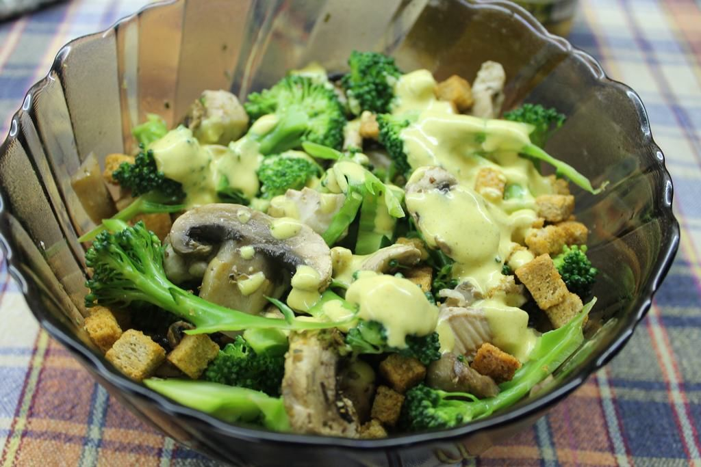 This is one super delicious and yummy chicken and mushroom salad recipe. I instantly fell in love with this tasty salad, so I decided to show you the recipe