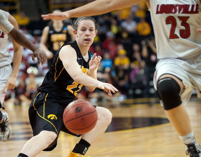 See How The Hawkeye Winter Sports Teams Finished Out Their Seasons