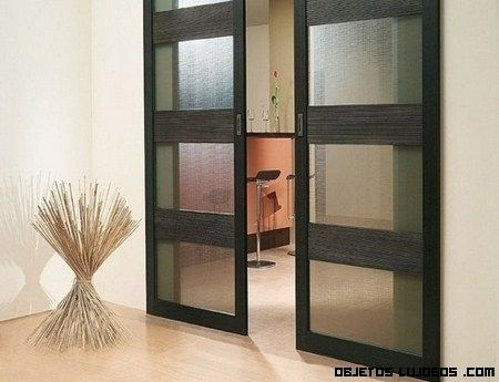 Puerta corrediza aluminio madera doors en 2019 for Modelos de puertas corredizas de madera