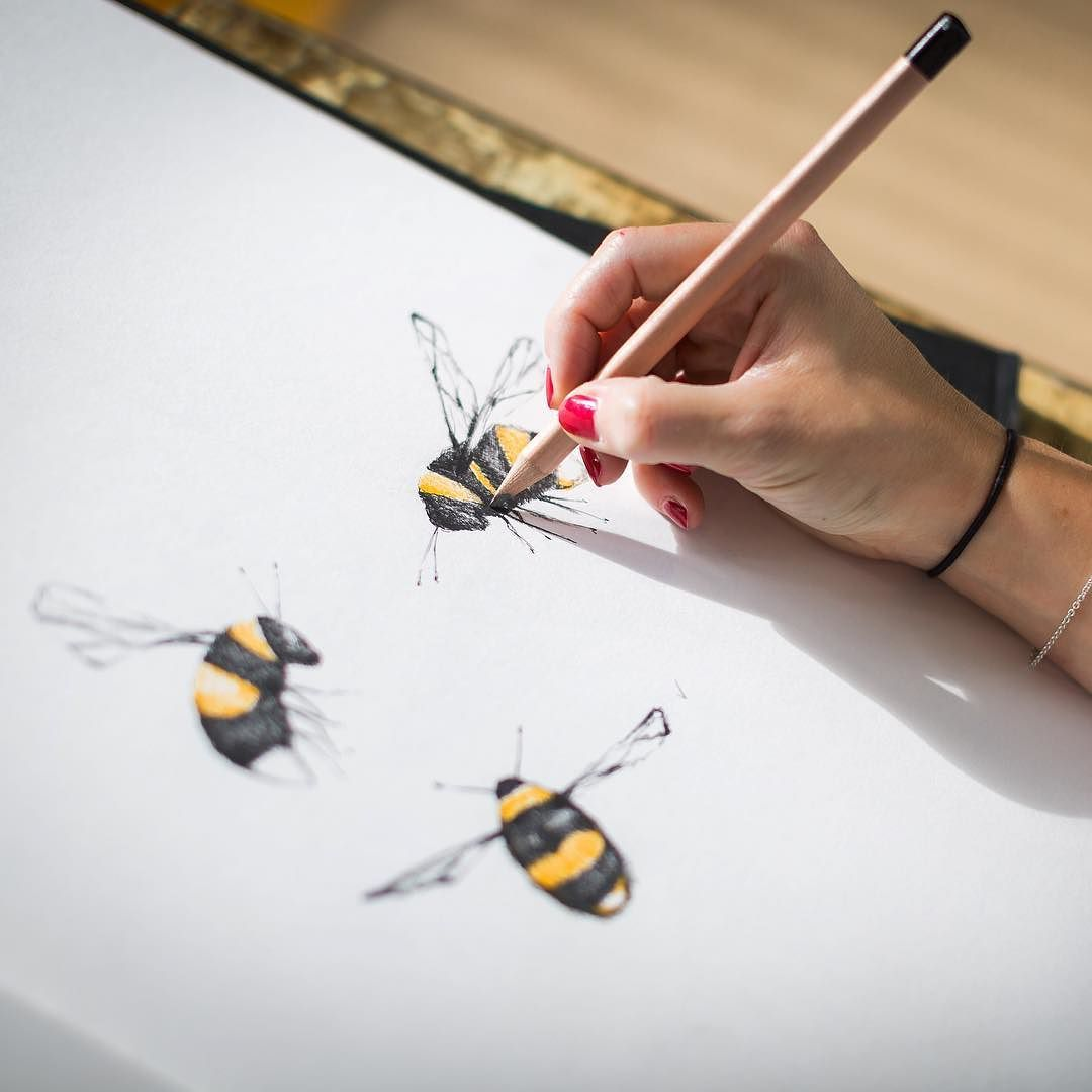 Throwback Thursday to the dreamy days when I was sketching. It's the most relaxing stage of having my own business and the complete opposite to this week! We are 3 busy bees in the office for a big day of meetings with lots of exciting things coming up. Stay tuned over the next few weeks to see what we have been up to.  #bees #drawing #illustration #sketchbook #design #wallpaper #interiordesign #studio #office #tbt by juliettraverswallpapers