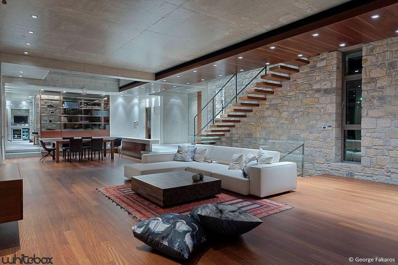 Maison contemporaine en pierres et béton à très belle déco