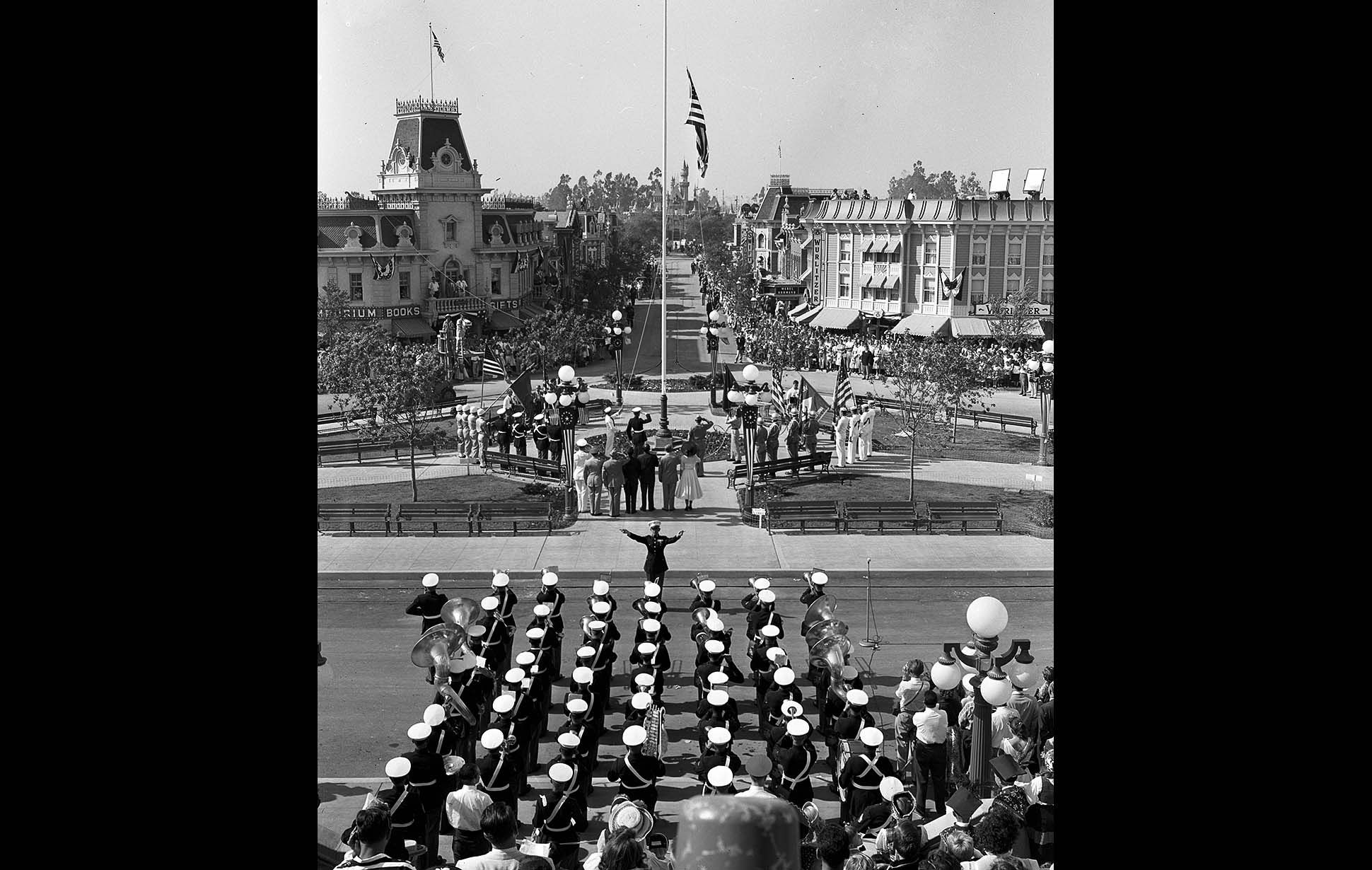 News From California The Nation And World Los Angeles Times Disneyland Opening Day Old Disney Disneyland