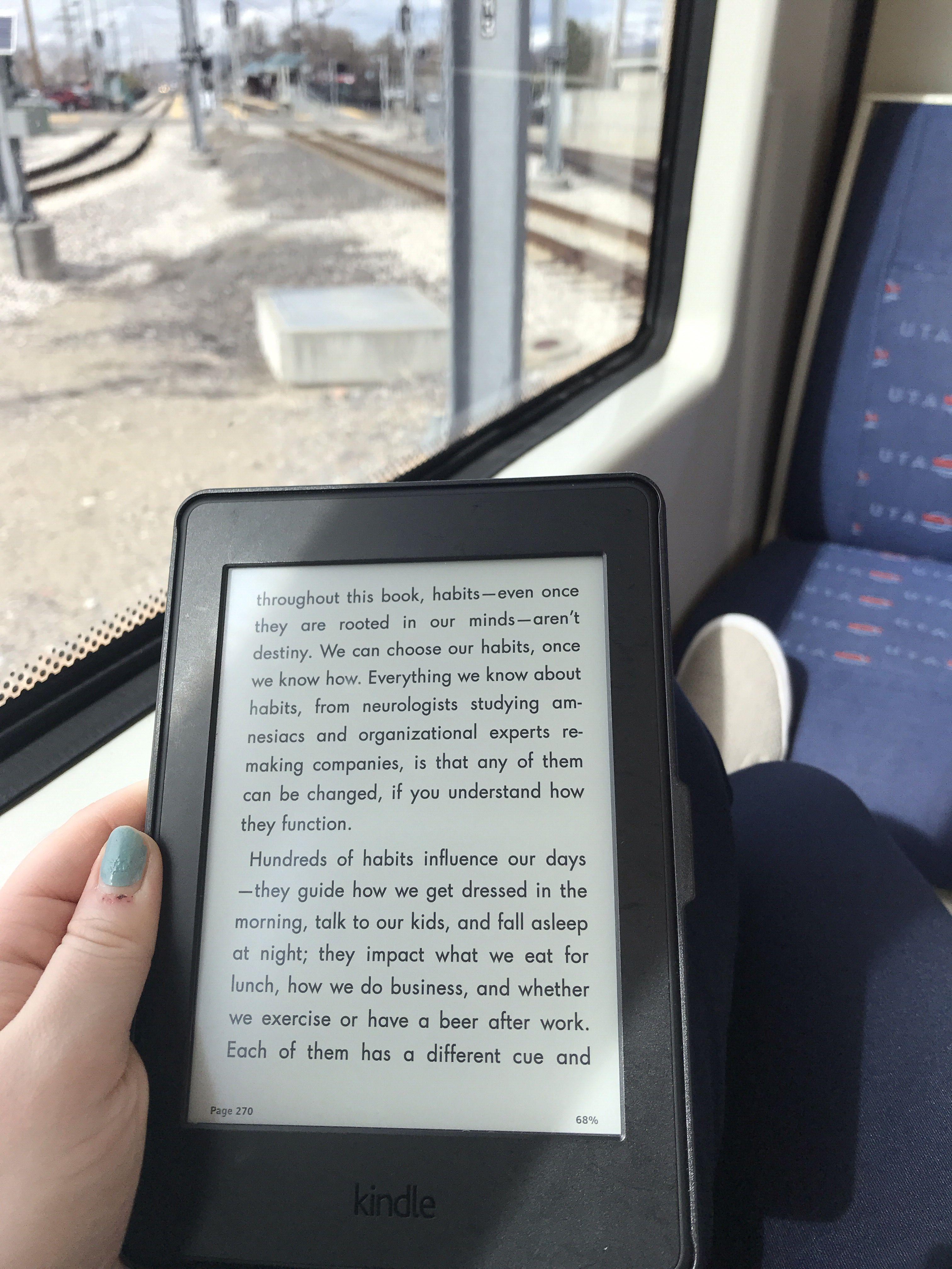 Pin De Becca D Reads Em Pretty Reads Cafe E Livros Ideias De Fotos Para Instagram Ideias De Fotos