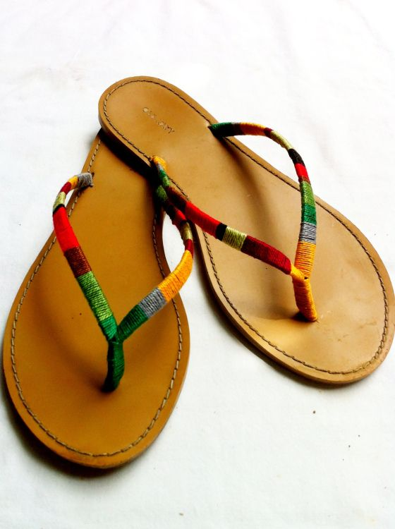 37fb1c054a1e4 Give sandals a new life by wrapping them with embroidery thread.