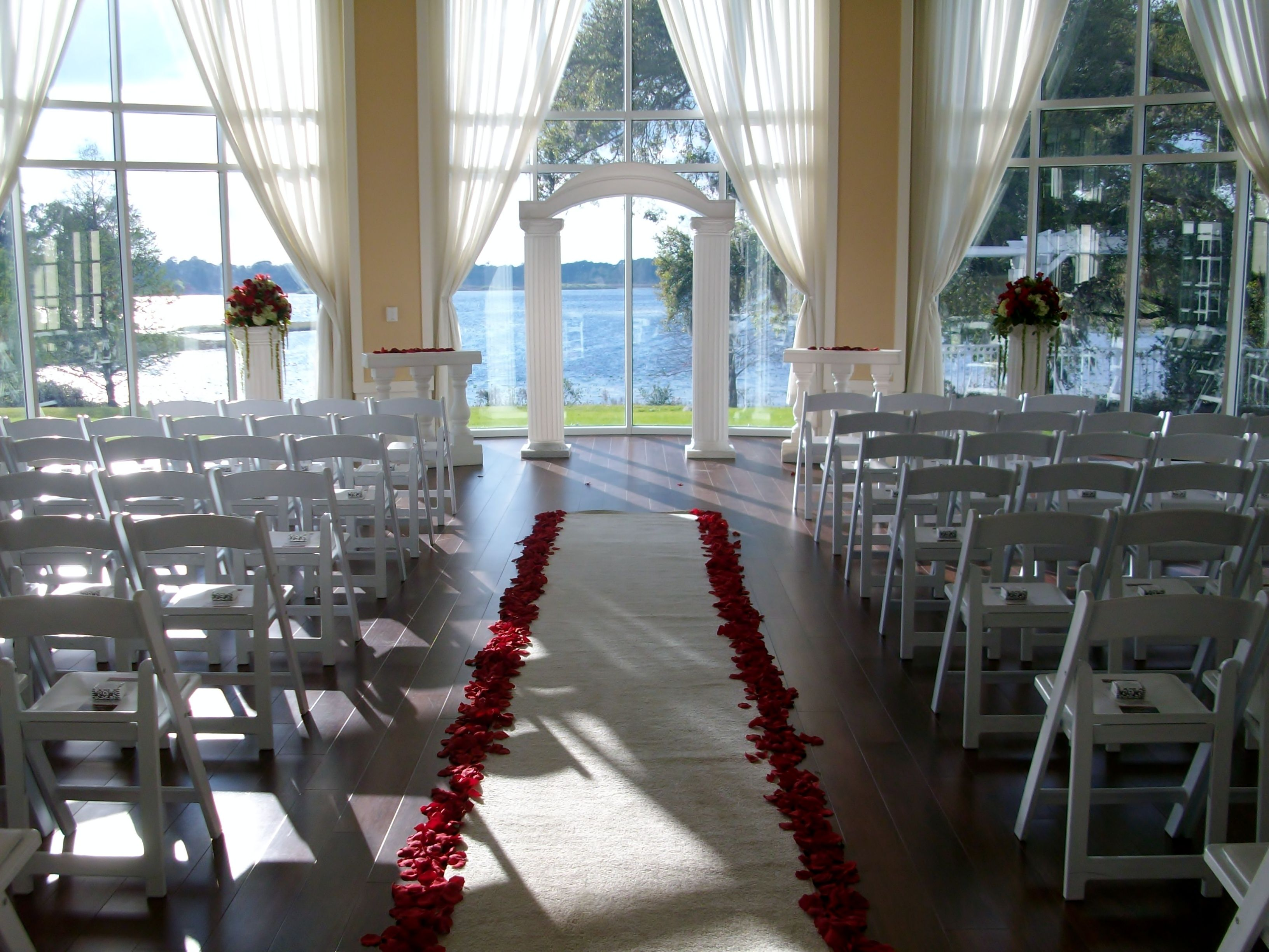 Wood Floor Lake View Large Windows And A Gorgeous Room Make This Beautiful Wedding Location In Central Florida