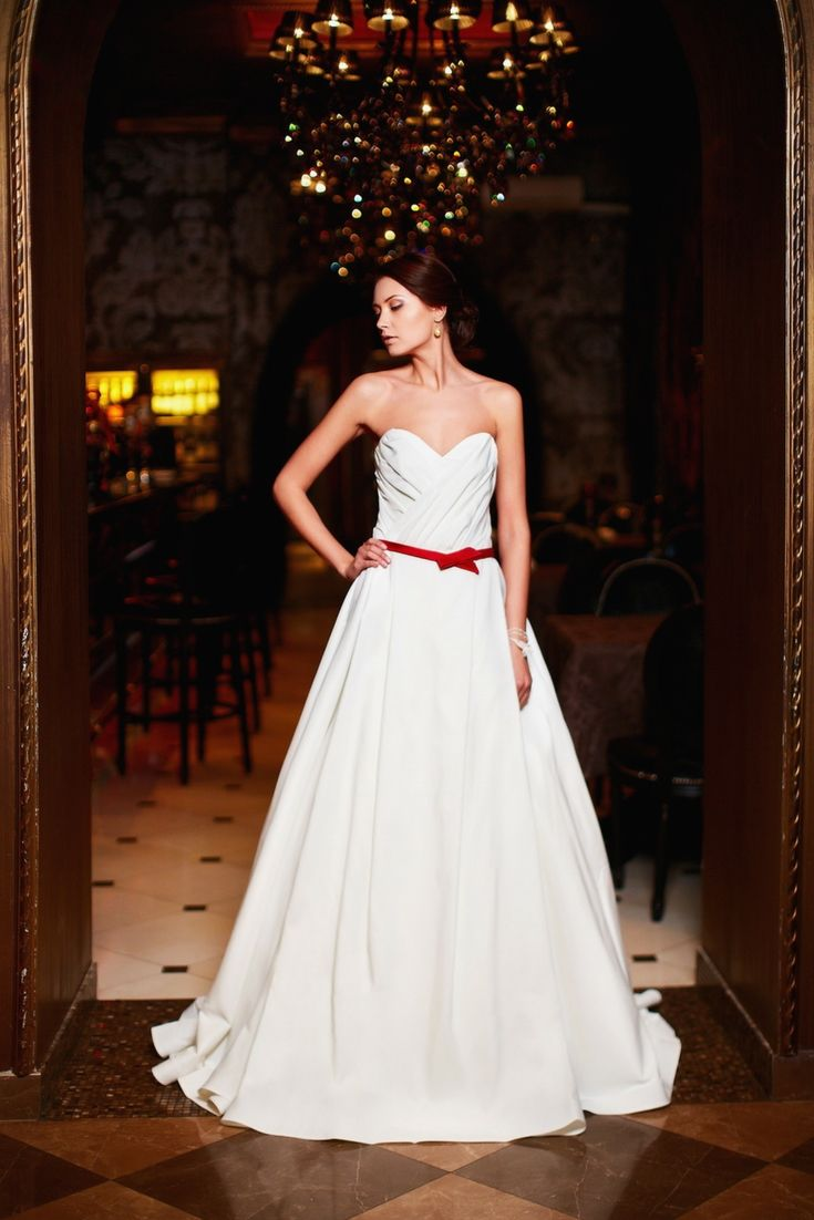 The top wedding dress collections in search of the latest wedding the top wedding dress collections in search of the latest wedding gowns versions go junglespirit Choice Image