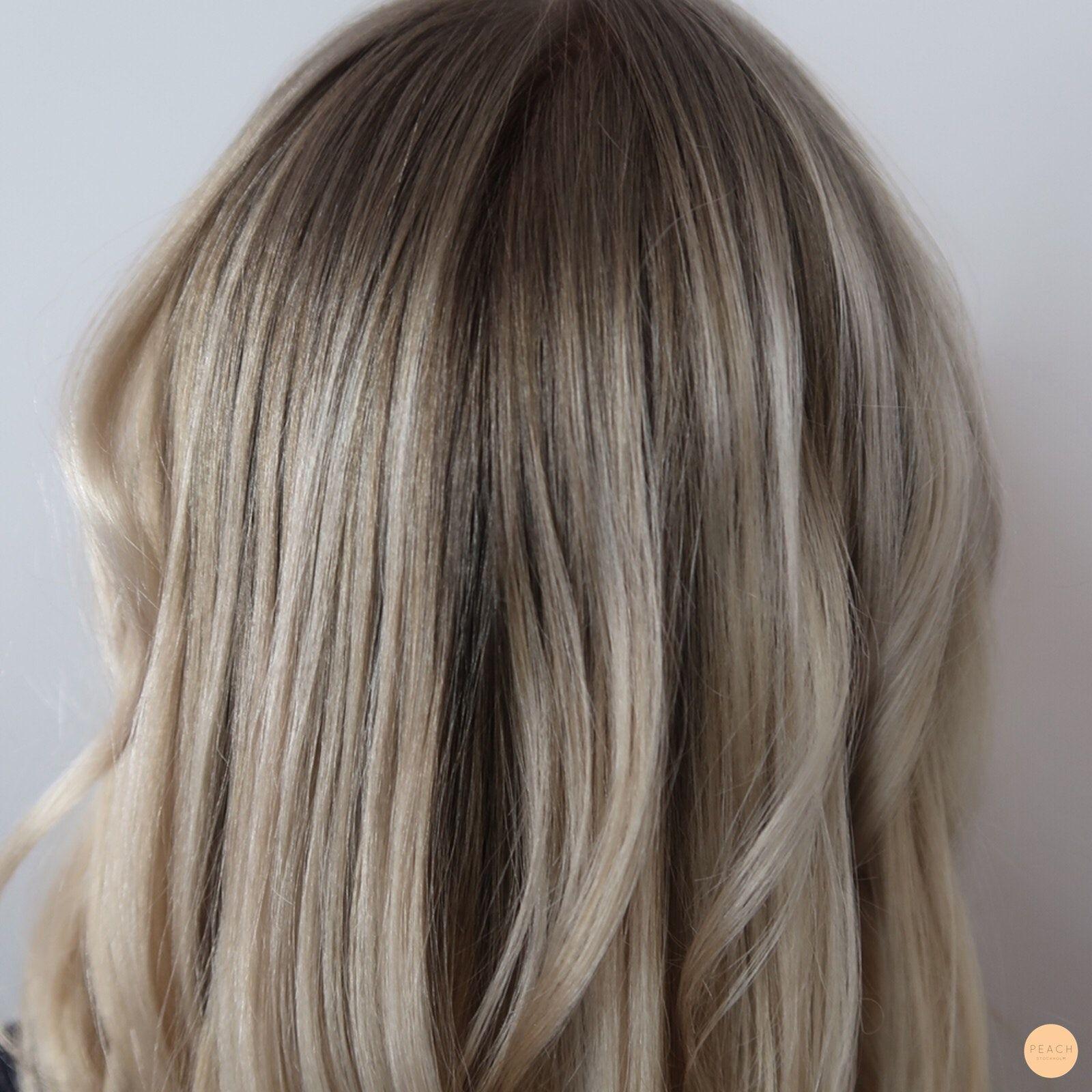 blont hår med mörka slingor