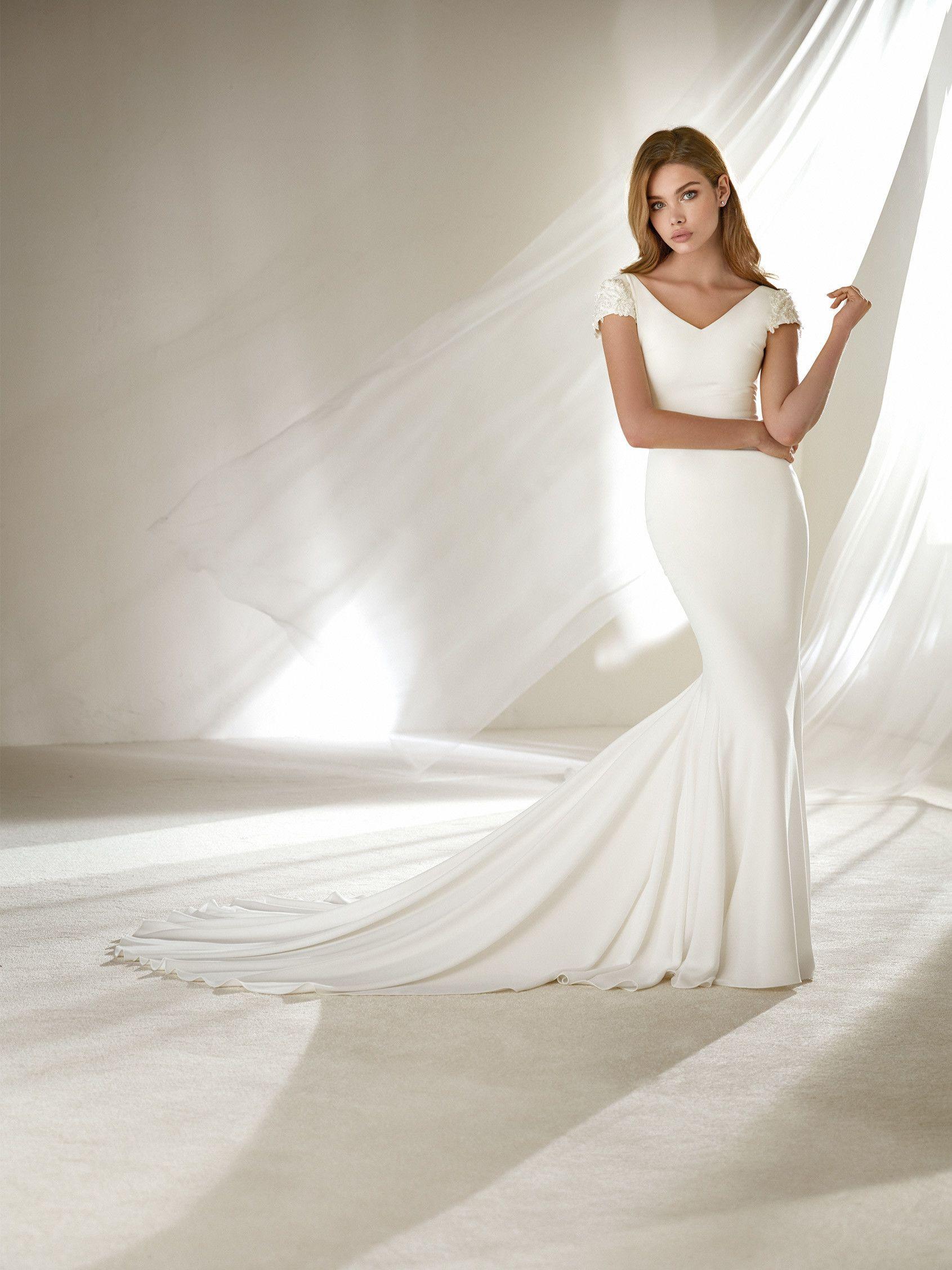 Wedding dress crepe for slender brides pronovias collection