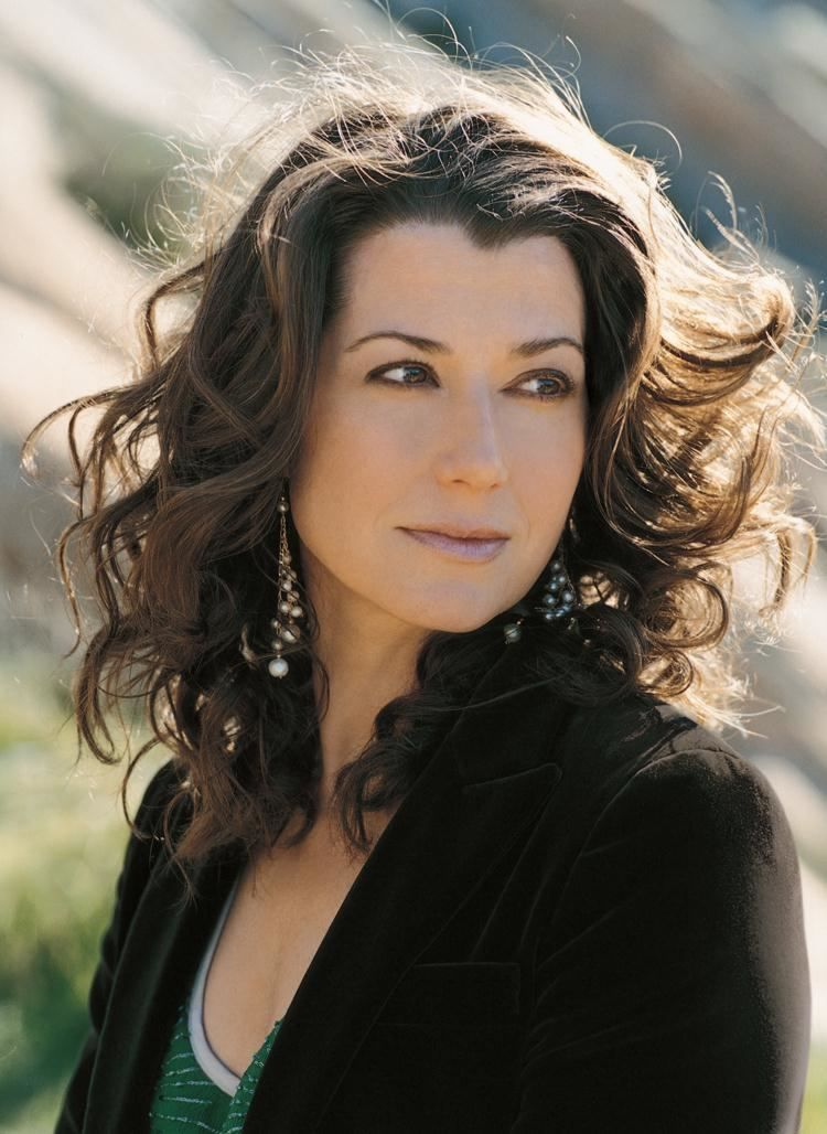 Amy Lee Grant born November 25 1960 is an American singer
