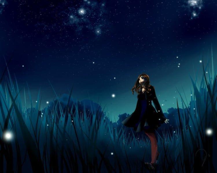 Фото Девушка посреди ночного поля, смотрит на звездное ...