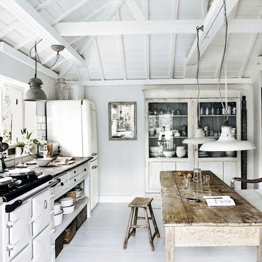 http://g-ec2.apartmenttherapy.com/3742340/Kitchen-area_rect540.jpg