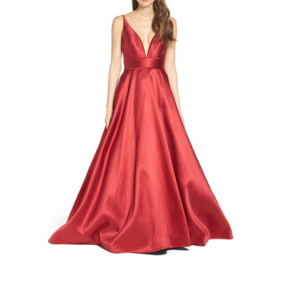 Mac Duggal Couture Wine Ieena 55010i Plunging Sweetheart Neck Ballgown Long Night Out Dress Size 12 L In 2021 Ball Gowns Formal Dresses For Women Red Satin Prom Dress [ 960 x 960 Pixel ]