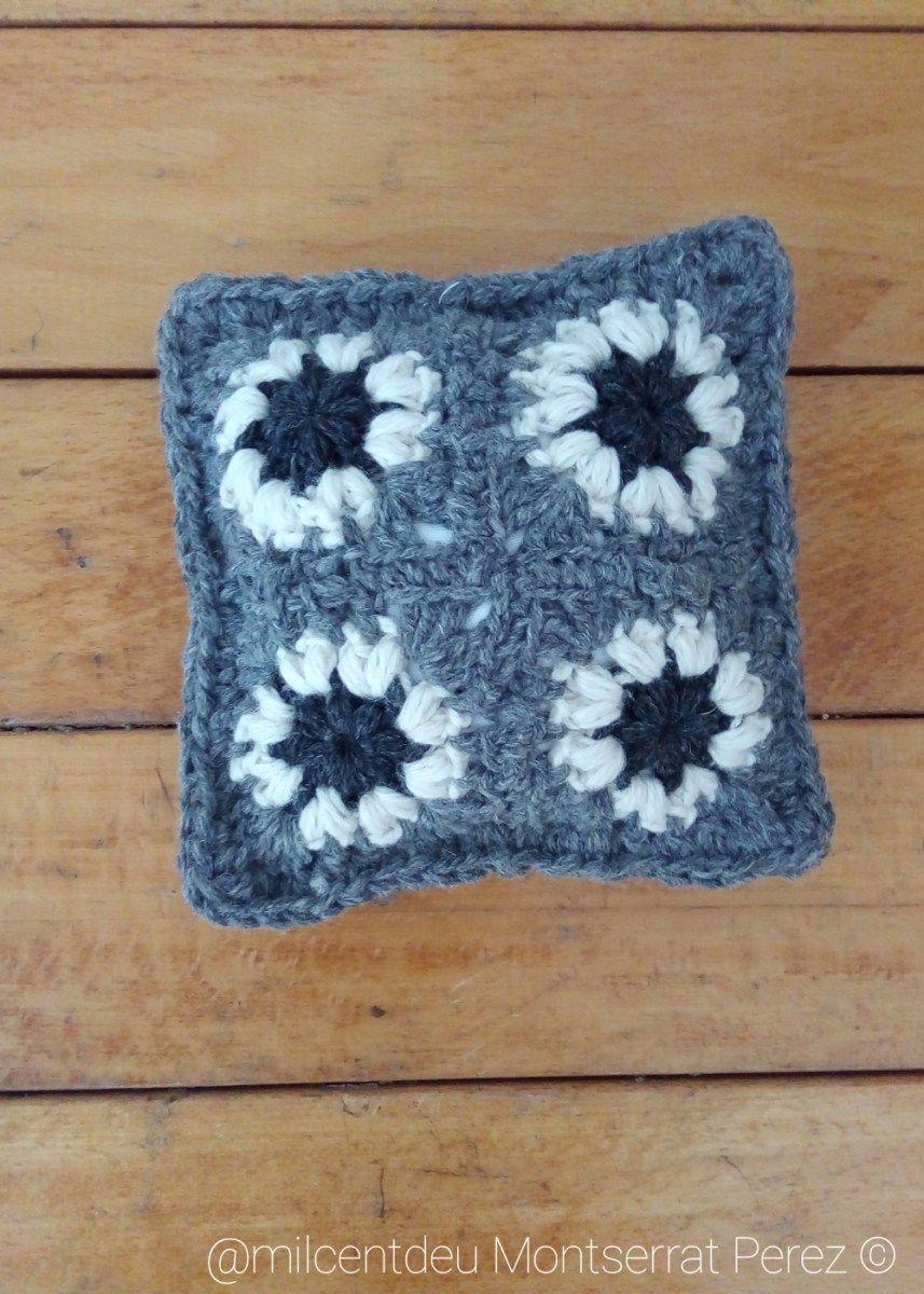 Un mini cojín para reposar las muñecas. | Crochet & Amigurumi Corner ...