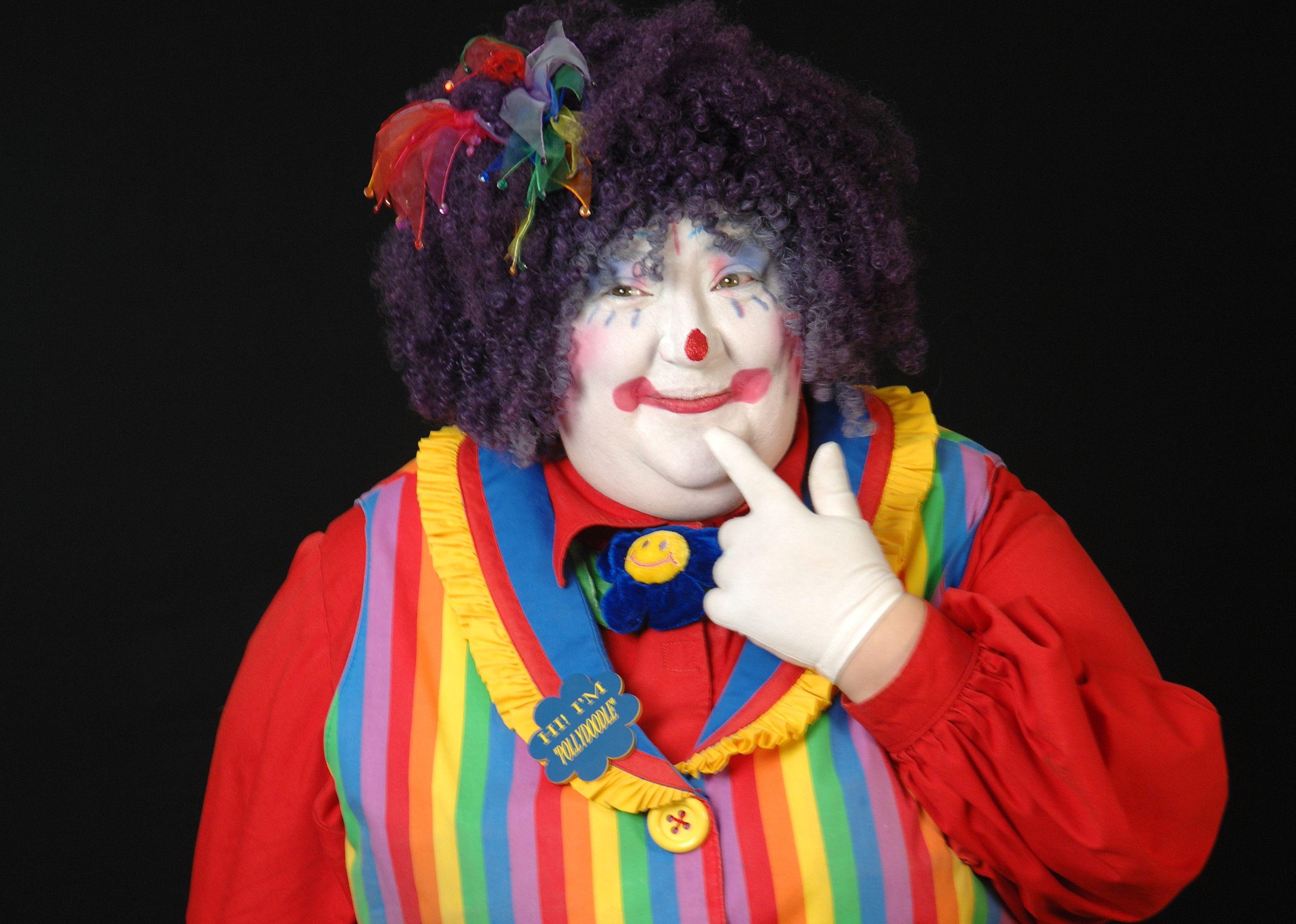 Clowns Entertain More Than 300 In Humanitarian Show Clown Cute Clown Female Clown