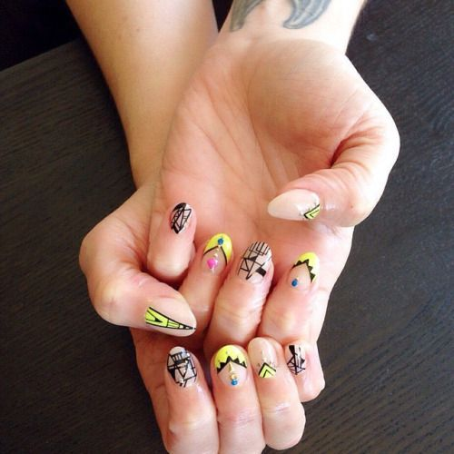 We love these #nails perfect for #ComicCon by @mayaapple / @teemouse  #NailArt  #Mayayapple #NailingHollywood