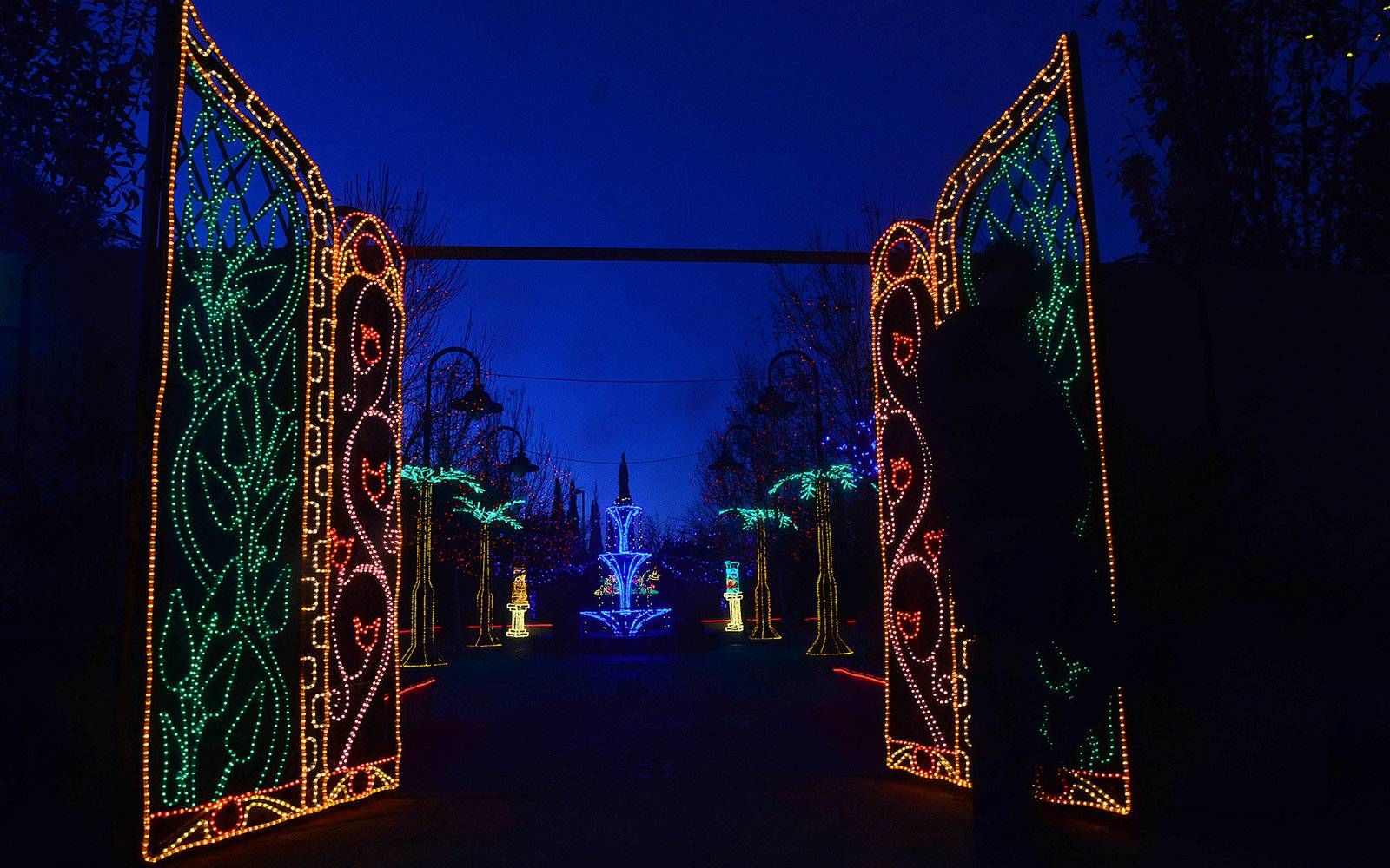 The Best Christmas Light Displays in Every State Best
