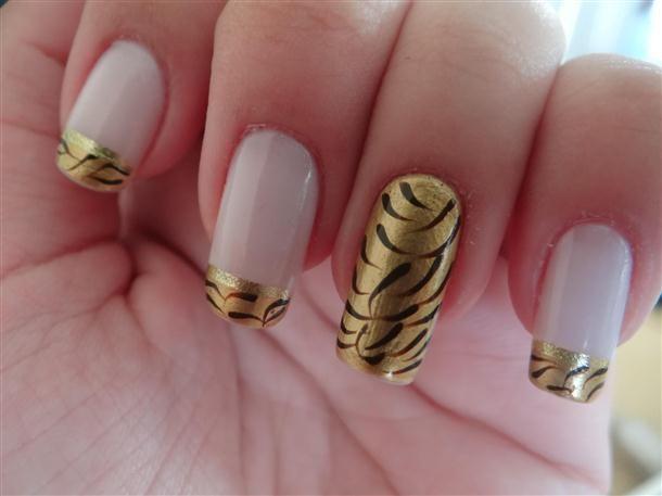 unhas-dourado-com-branco