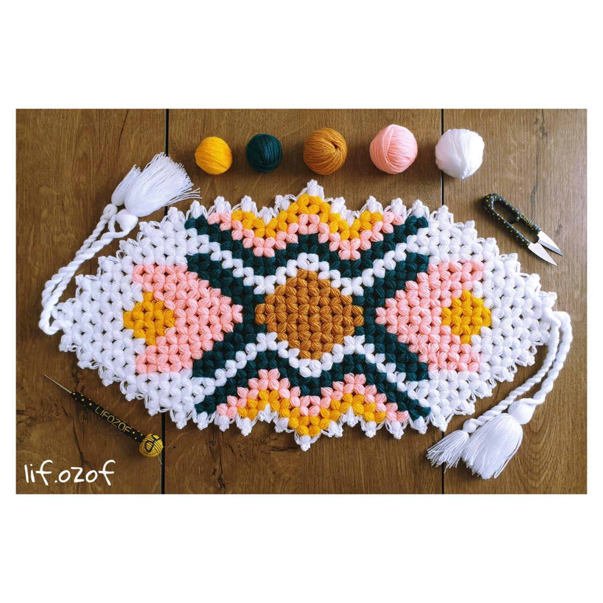 "L İ F O Z O F on Instagram: ""Lalecilik kazanacak😆  Tasarım: @pembe.kucuk.7 ♥ ♥ ♥ ♥ ♥ #ganchillo #crochetlove #pinterest #handmade #crochet #kendinyap #ceyizlik…"""