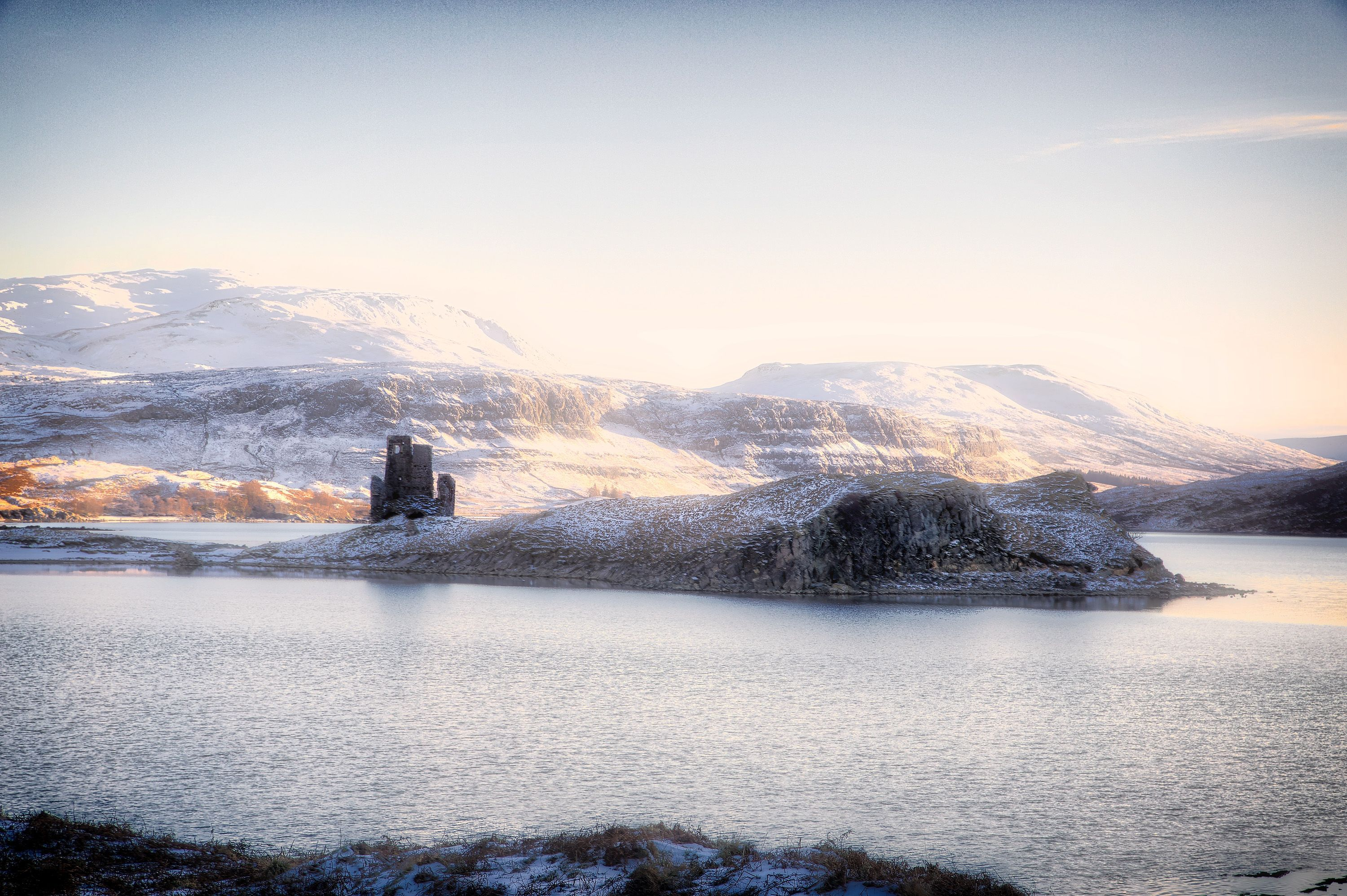 What a fab shot of a Scottish ruined castle in the winter ...