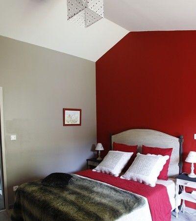Chalet éco de chambre rouge et montagne