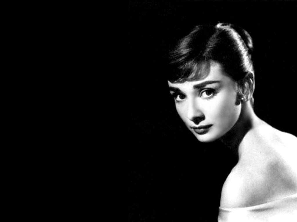 You Couldn T Help But Love Her A Great Actress And Humanitarian Audrey Hepburn Audrey Hepburn Photos Audrey Hepburn Wallpaper Audrey Hepburn Art