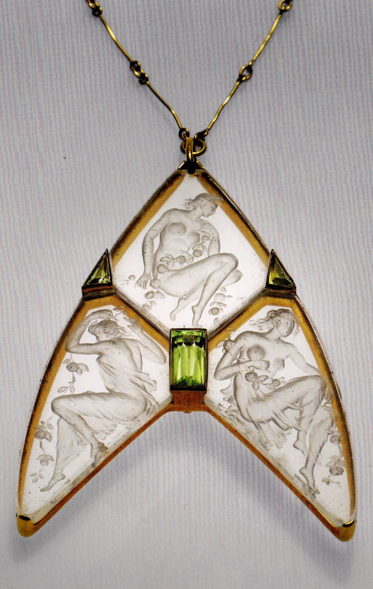 An Art Nouveau pendant necklace with three female figures, by René Lalique, 1904-05. Composed of gold, peridot and engraved glass.