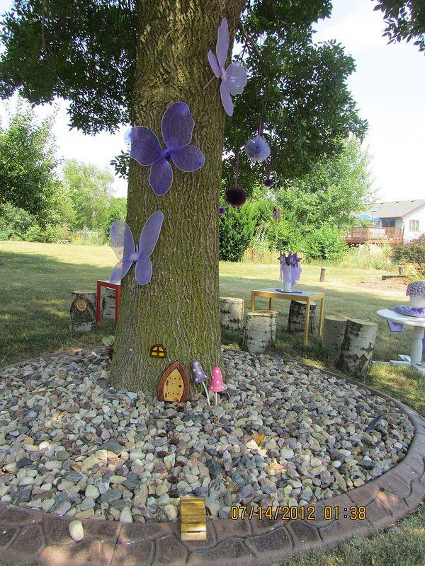 Cute Backyard Party Tree Decorations