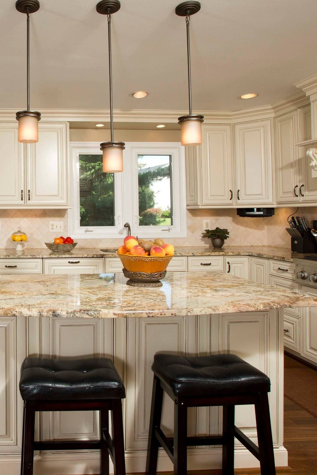 Golden Eagle Granite Countertop Beige Cabinet Cream Backsplash ...
