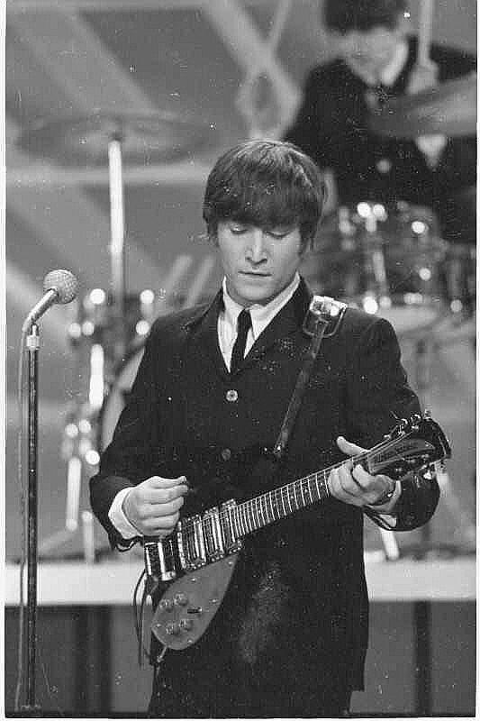 The Beatles On The Ed Sullivan Show 1964 John Lennon Beatles Beatles John John Lennon