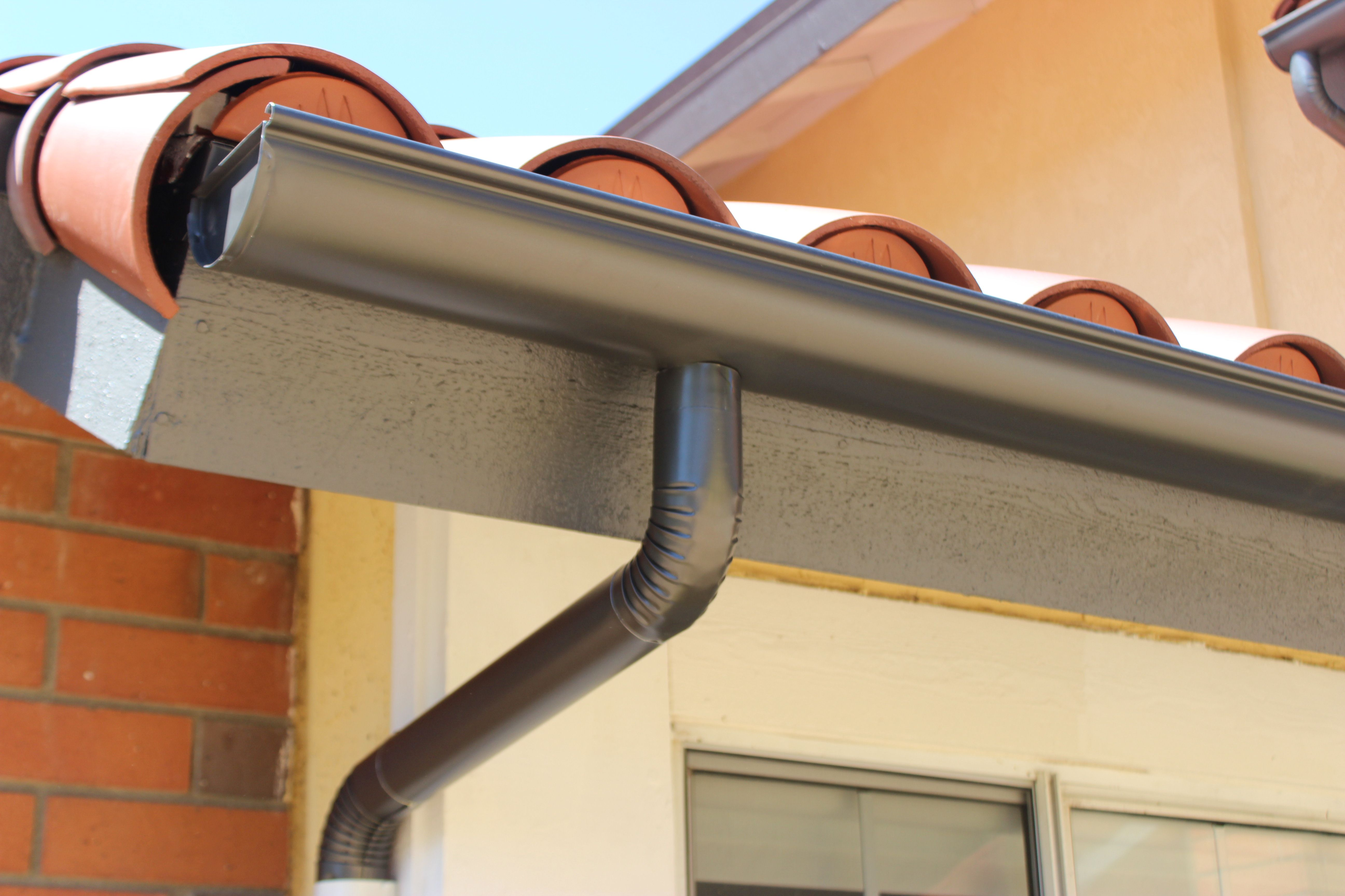 Seamless Aluminum Half Round Rain Gutters With Dual Colored Round Downspouts This Rain Gutter Installation Was Co Gutters Diy Gutters Rain Gutter Installation