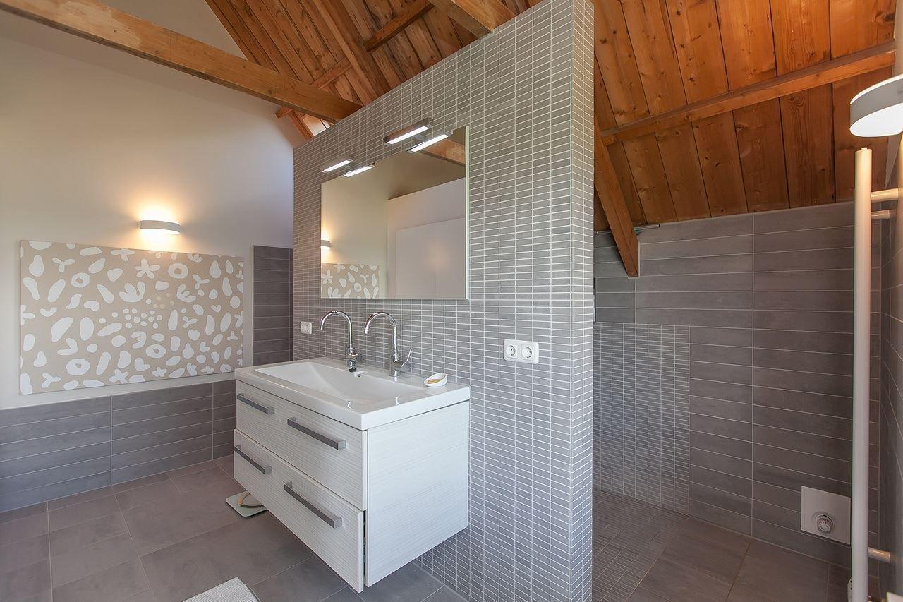 jaren30woningen mooie bi van modern sanitair en het houten