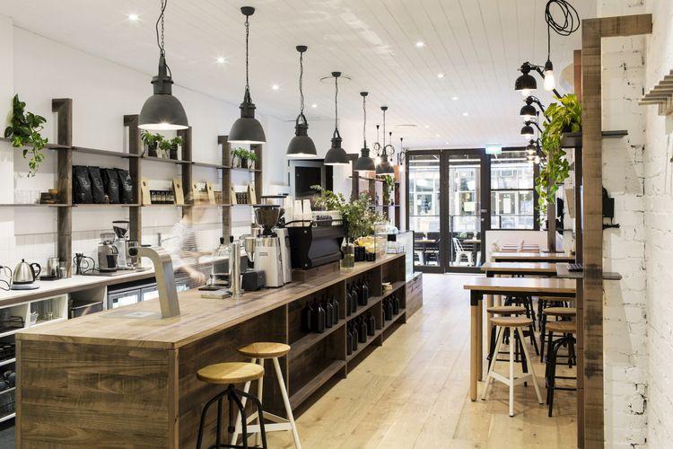 un café à la déco intérieure style industriel