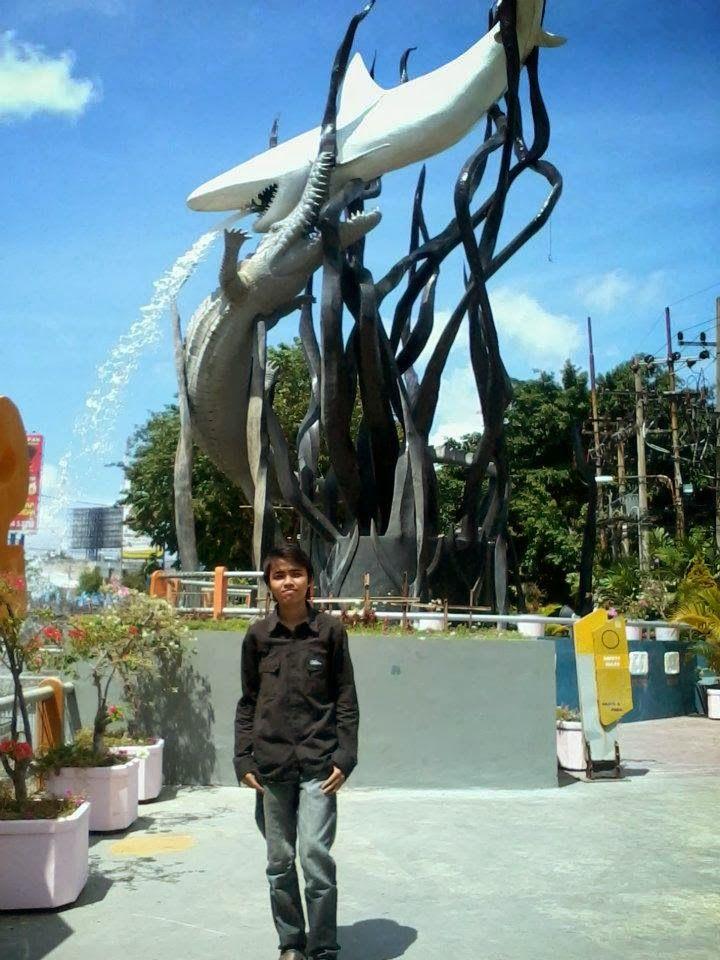 Patung Surabaya di Monumen Kapal Selam Surabaya
