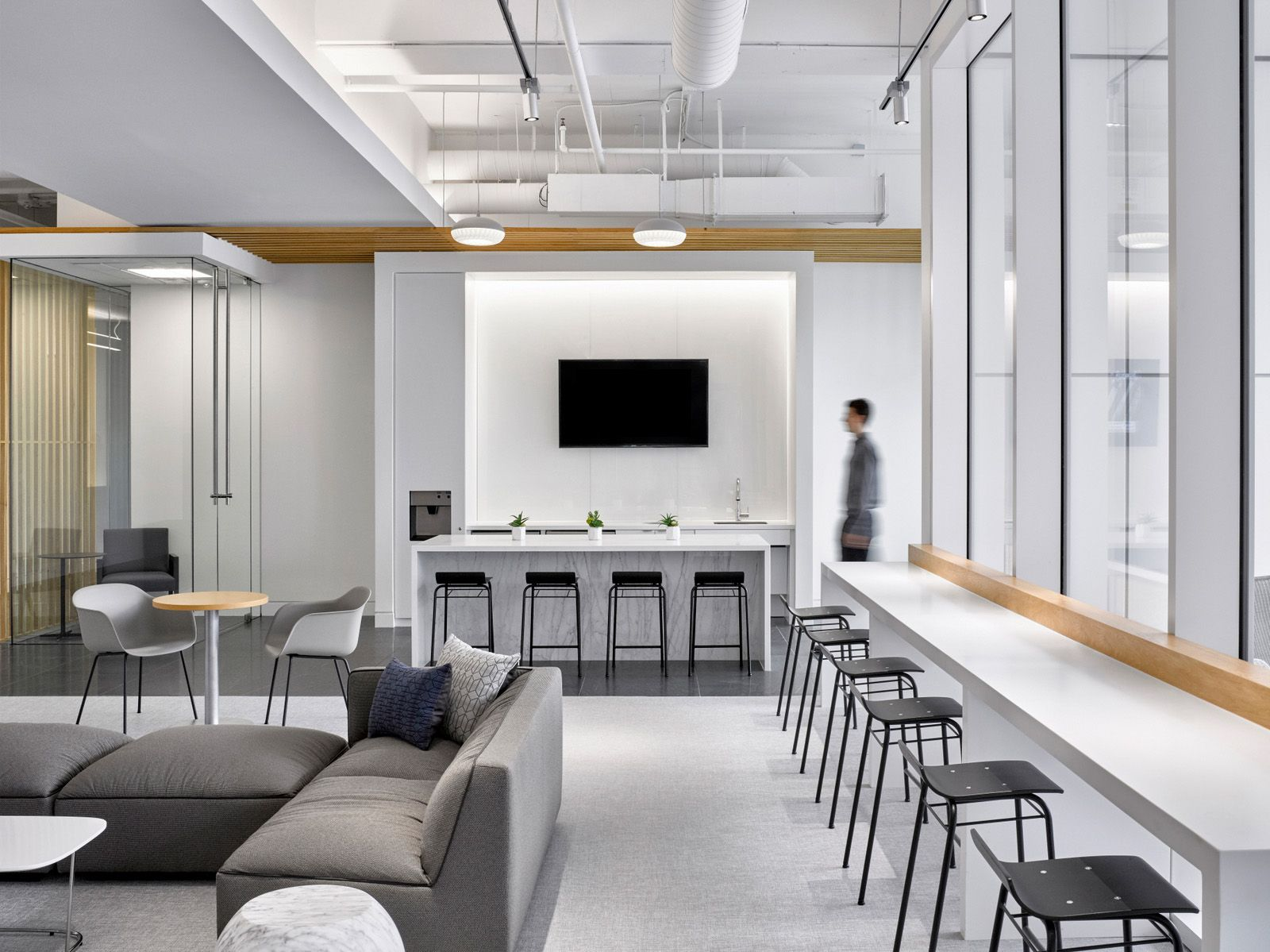 One Legacy West S Communal Space And Lobby Dallas Office Snapshots Office Interior Design Modern Office Space Interior Design School
