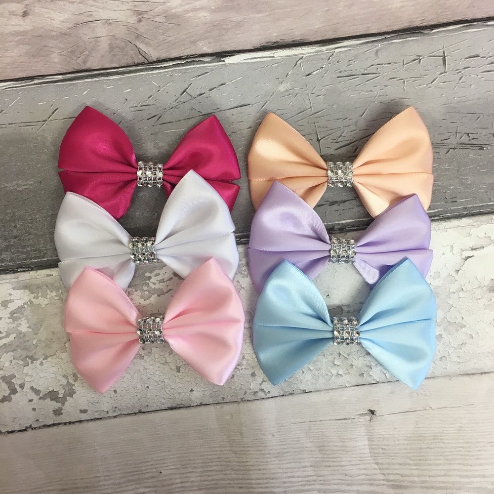 The product Set of 3 large hairbows (handmade) SALE is sold by TheBowGeek's Shop in our Tictail store. Tictail lets you create a beautiful online store for free - tictail.com