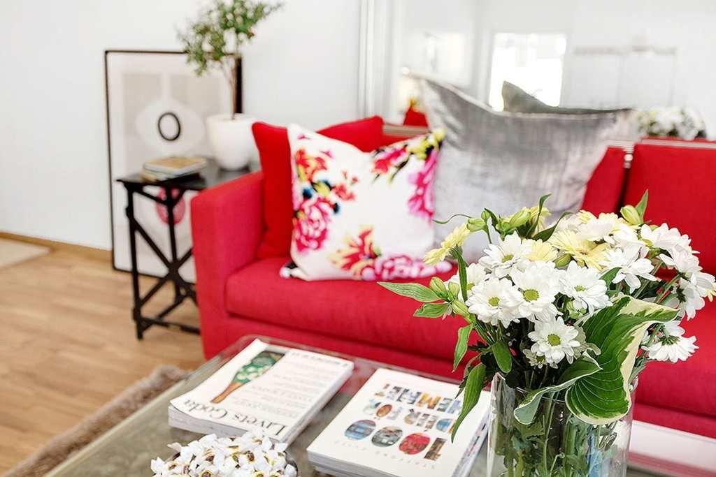 Un très joli canapé rouge (PLANETE DECO a homes world) | Canapés ...