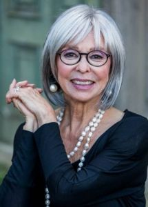 Hairstyles For 50 Year Old Woman With Glasses Haircut For Older Women Beautiful Gray Hair Older Women Hairstyles