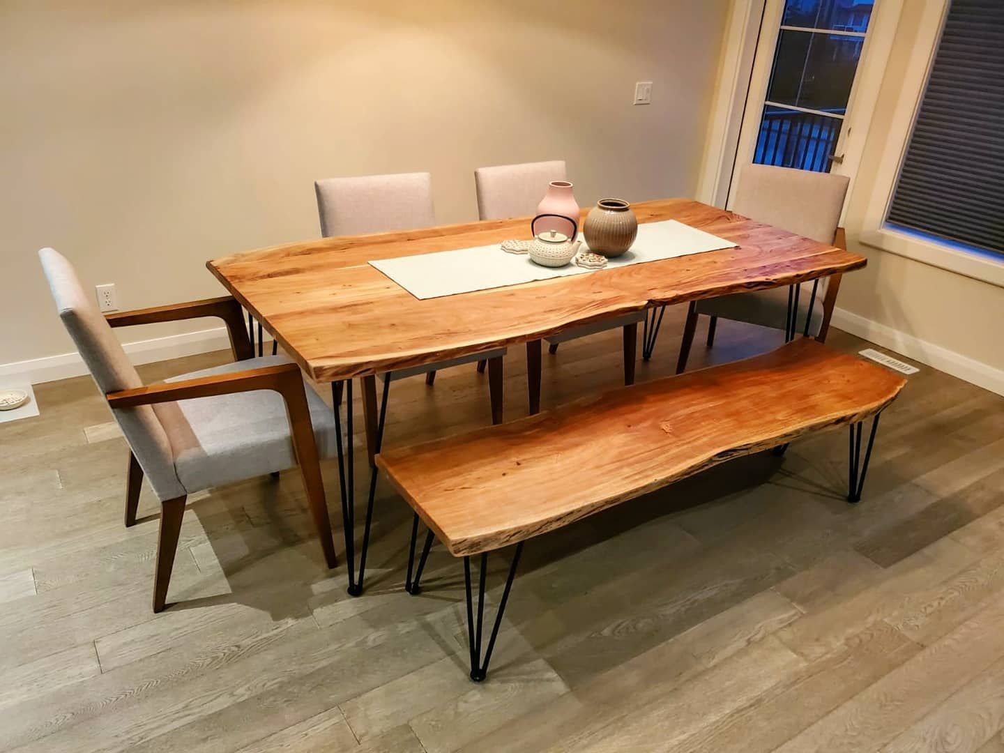 Our new dining table 😍 #modern #chic #minimalist #ikea #structube #diningtable #sleek #interiordesign #woodentable #mystructubestyle #ikeahome #modernstyle #homedesign #comfyhome #furniture #modernfurniture #modernlook #outwiththeoldinwiththenew Table & chairs from structube Vases from ikeacanada